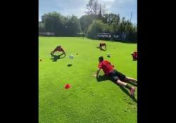 Olanda, il PSV si allena con la «testuggine» Al PSV hanno inventato un nuovo modo per allenare i colpi di testa - Dalla Rete