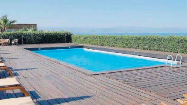 piscina, sequestro, tuffo, Messina, Sicilia, Cronaca
