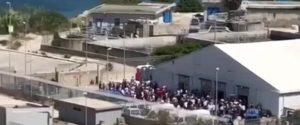 Tensostruttura di Porto Empedocle, in fuga 50 migranti ma alcuni sono rientrati