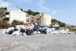 Emergenza rifiuti a Messina, mini discariche e cassonetti strapieni: via ai doppi turni di raccolta