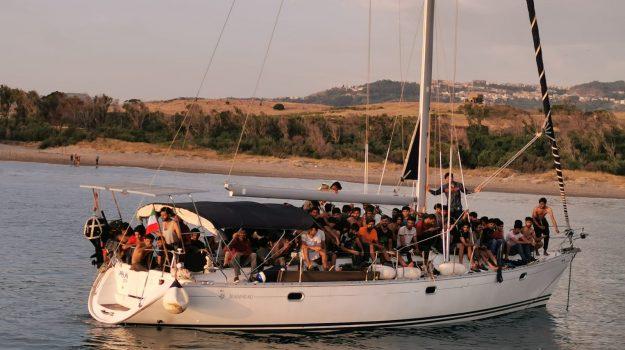 cirò, crucoli, migranti, sbarco, Catanzaro, Calabria, Cronaca