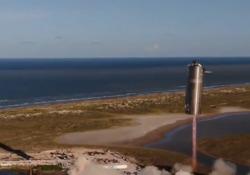 SpaceX, il viaggio verso Marte è iniziato: ecco i primi 150 metri di volo Il prototipo del veicolo spaziale si è alzato in volo per meno di un minuto - Corriere Tv