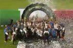 Calcio, la festa dello Spezia dopo la promozione in serie A