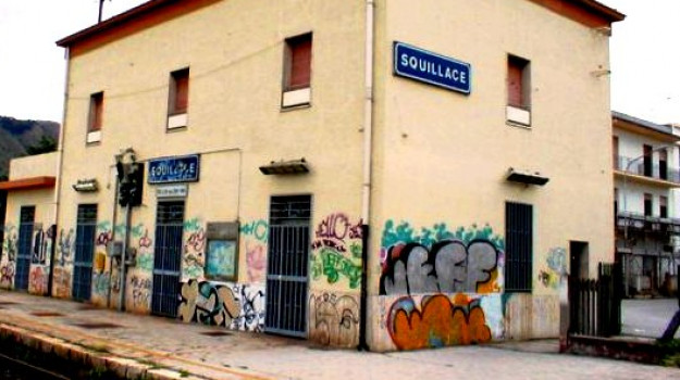 abbandonata, stazione, treno, Catanzaro, Calabria, Cronaca