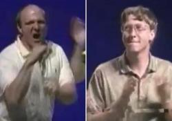 Windows 95, Bill Gates e Steve Ballmer si scatenano sulle note dei Rolling Stones il giorno del lancio 25 anni fa nasceva il sistema operativo che ha cambiato i pc - Corriere Tv