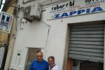 Nicotera, riapre la tabaccheria di Carmine Zappia: la comunità al suo fianco