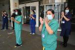 """Coronavirus, oltre 1.000 medici inglesi vogliono 'scappare': """"Cattiva gestione della pandemia"""""""