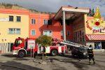 Incendio in un cinema multisala di Zumpano, vigili del fuoco in azione