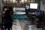 """Il materasso in chiesa a Cirò Marina, il prete: """"Niente vendite solo dimostrazione medica"""""""