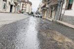 """Vibo, la città fa """"acqua"""" da tutte le parti: e sulle strade si naviga a... vista"""