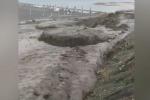 Bomba d'acqua sulla costa jonica messinese: fiume di fango in spiaggia a Roccalumera - Video