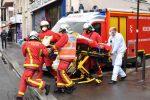 Parigi, attacco vicino all'ex sede di Charlie Hebdo: 4 feriti, fermati due sospetti