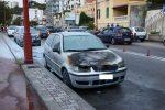 Auto in fiamme sulla Riviera Nord di Messina, traffico in tilt in entrambi i sensi di marcia