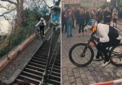 Bike, la discesa spericolata sulle due ruote dalle scale di Montmartre Il biker austriaco Fabio Wibmer si è lanciato a tutta velocità dalla cima della scalinata a Montmartre a Parigi - Dalla Rete