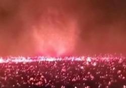 California: l'impressionante vortice di fuoco «Firenado» Una visione piuttosto dantesca si è formata vicino a un incendio in California - CorriereTV