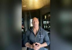 Covid, l'annuncio di The Rock sui social: «Io e la mia famiglia positivi nelle scorse settimane, ma ora stiamo bene» Il divo ed ex wrestler ha pubblicato il video su Instagram, oltre 28mila le visualizzazioni - Corriere Tv