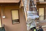 Crolla un balcone a Caltanissetta, frattura alla gamba per una donna di 78 anni