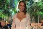 Elettra Lamborghini si è sposata, gli abiti del matrimonio tra scollature e spacchi