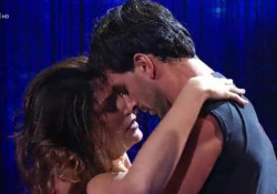 Elisa Isoardi e Raimondo Todaro in un tango tra applausi e fischi La coppia protagonista di «Ballando con le stelle» su Rai Uno - Corriere Tv