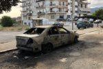 """Boom di auto incendiate a Corigliano, i carabinieri battono la """"pista"""" dolosa"""