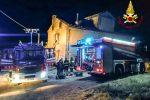Incendio in un casolare ad Acri, le fiamme distruggono il tetto: in salvo due persone