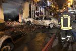 Incendio in un'autorimessa a Giardini Naxos, veicoli distrutti e giù un soffitto