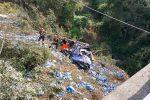 Incidente a Reggio Calabria, camion precipita in una scarpata profonda 20 metri: morto il conducente