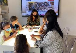 Lenovo e Bocelli Foundation, a Muccia la prima biblioteca digitale per i bimbi delle elementari Il progetto con gli studenti delle zone terremotate nel centro Italia - Michela Rovelli - Corriere Tv