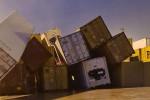 Tromba d'aria sulla piana di Gioia Tauro, il vento butta giù i container: alberi abbattuti e strade chiuse