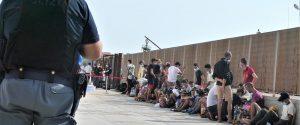 Record migranti, 38 sbarchi in 24 ore a Lampedusa: in mille nell'hotspot da 192 posti