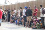 Lampedusa, 400 migranti arrivano sull'isola: 7 sbarchi in poche ore