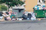 Crotone, ridotto il conferimento a Ponticelli: rifiuti sulle strade della periferia