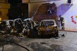 Cinque auto bruciano in un incendio a Milazzo, danneggiata anche una palazzina