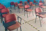 Letojanni, i banchi tardano ad arrivare: in classe le sedie per le conferenze