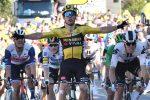Tour de France, Van Aert vince la quinta tappa: Alaphilippe penalizzato, Yates nuovo leader
