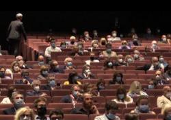 Venezia 77, ecco come riparte il cinema: «Sala piena, ma anche piena di vuoti» Serata di preapertura alla Mostra del Cinema con Molecole del regista Andrea Segre - Corriere TV