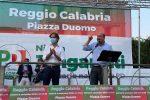 Zingaretti e Falcomatà durante il comizio di Reggio (foto Morabito)