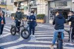 Cosenza, l'isola pedonale di corso Mazzini assediata da bici e monopattini