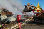 Brucia la discarica comunale di Cassano, ignote le cause dell'incendio