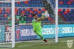 """Parate e spettacolo al """"Marulla"""", tra Cosenza e Lecce finisce 1-1"""