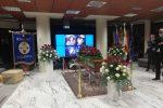 Calabria in lutto, il feretro di Jole Santelli alla Cittadella regionale tra gli applausi