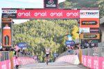 Giro d'Italia, doppietta Sunweb: Hindley vince la 18esima tappa, Kelderman maglia rosa