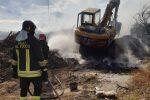 Nuovo incendio di rifiuti nel Catanzarese, discarica in fiamme tra Davoli e San Sostene