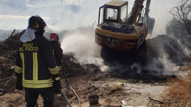 davoli, incendio, san sostene, Catanzaro, Calabria, Cronaca