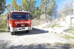 Incendio a Cassano, le fiamme minacciano il cimitero comunale
