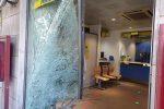 Assalto alle poste di Messina, con l'auto sfondano la vetrata e rapinano gli uffici
