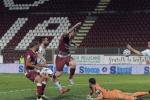 La Reggina domina ma non sfonda, muro Cosenza: il derby finisce 0-0