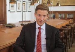 Alec Ross: l'Italia esca dalla paura, da ogni crisi grandi opportunità L'ex consigliere per l'innovazione di Obama e Hillary Clinton in un keynote speech in esclusiva per il terzo webinar Talk4growth de L'Economia e Accenture - Corriere Tv