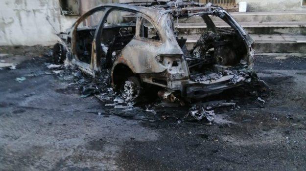corigliano-rossano, incendio auto, Cosenza, Calabria, Cronaca