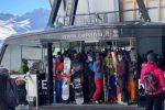 Cervinia apre la stagione di sci tra folla e polemiche sui social